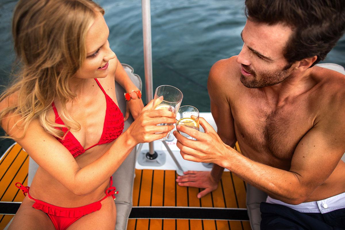 Couple celebrating on inflatable platform - Nautibuoy Marine